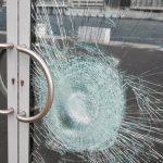 Laminuotas stiklas sudužus